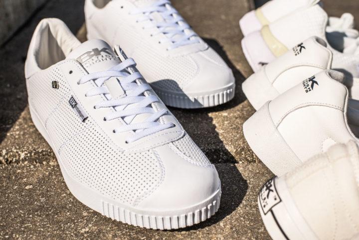 18 05 White Sneakers - Carousel image 4