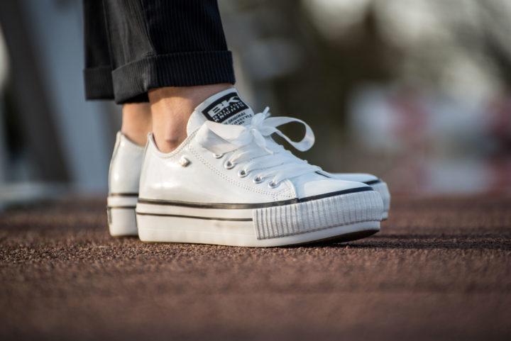 18 05 White Sneakers - Carousel image 6