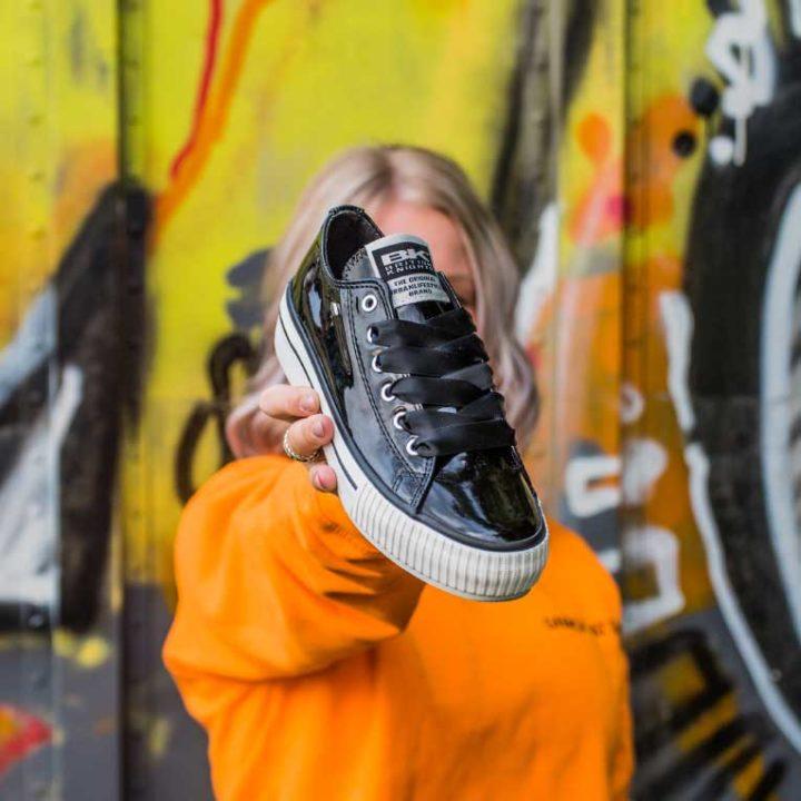 18-07-Lak-sneakers---Carousel-afbeelding-1