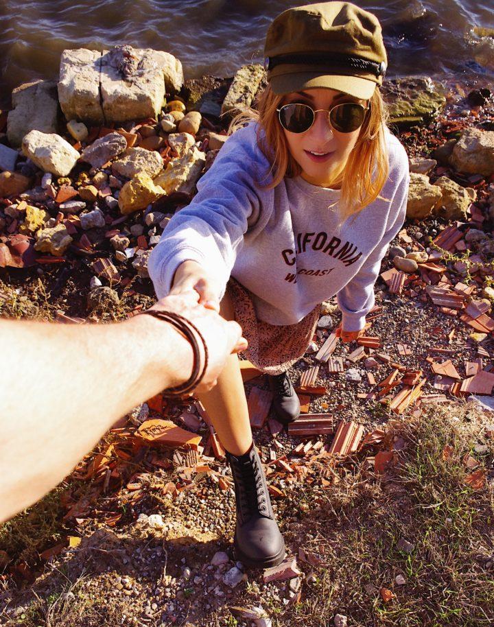 Maelane wears boots